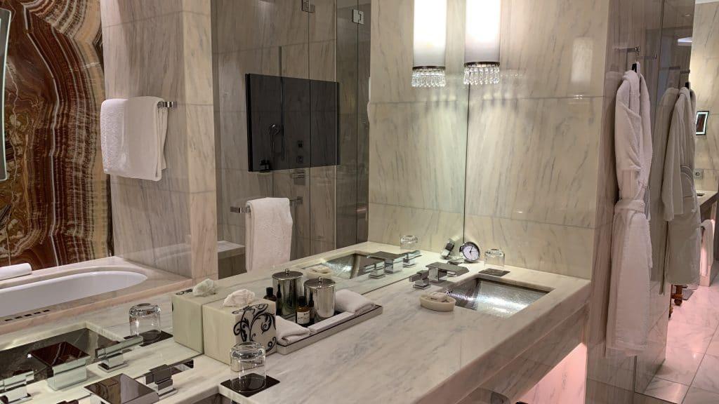 Park Hyatt Wien Badezimmer Tv