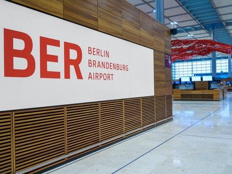 Schriftzug Flughafen BER