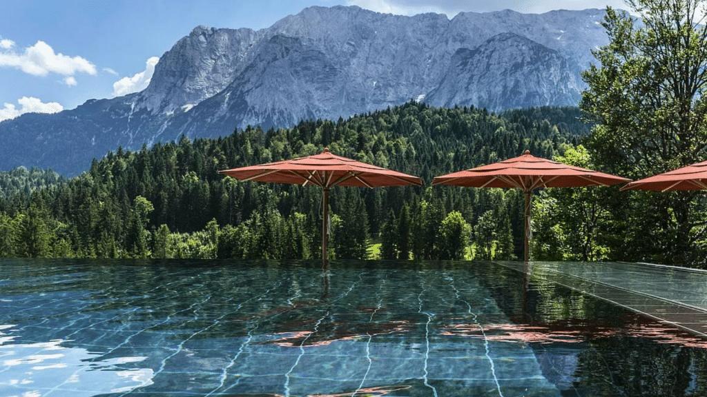 Schloss Elmau Pool Aussicht