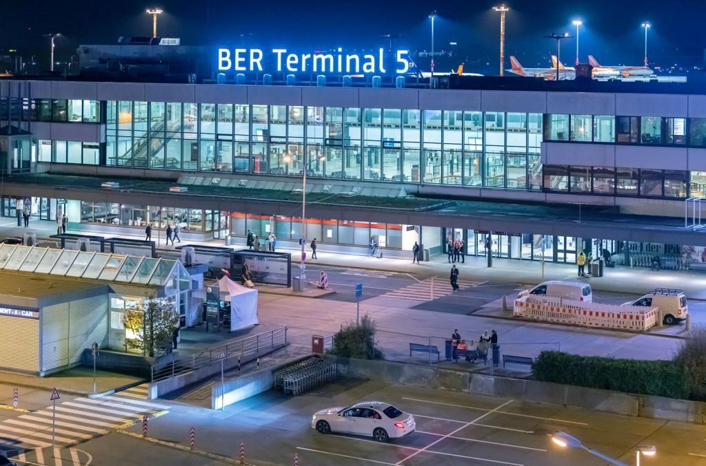 Terminal 5 BER Schriftzug