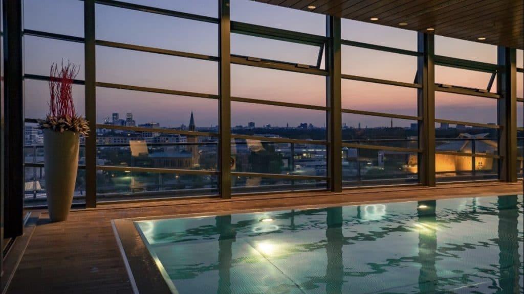 Das Grand Hyatt Hotel in Berlin könnt Ihr mit Vorteilen über reisetopia Hotels buchen.