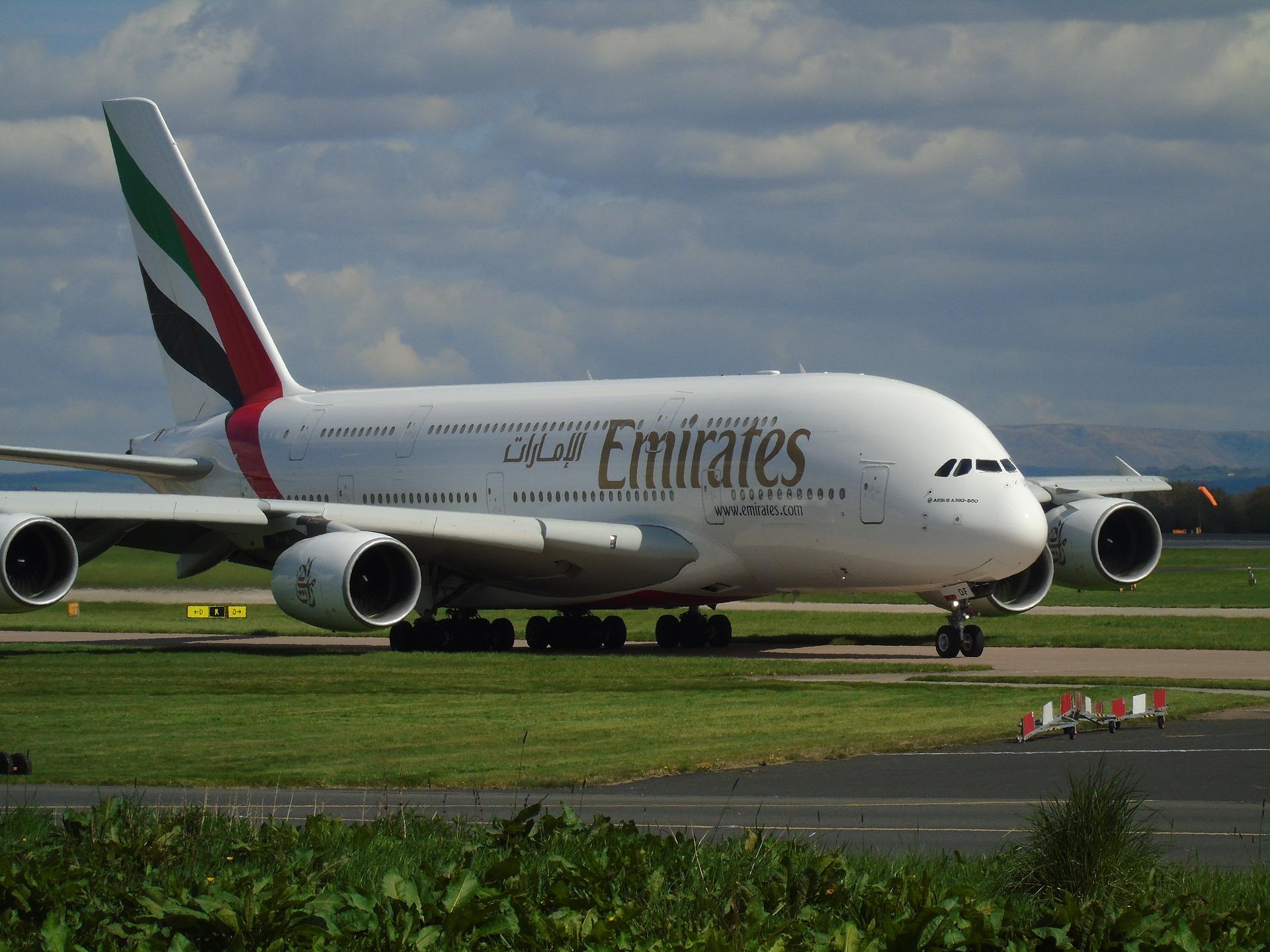 Emirates-l-sst-Piloten-und-Flugbegleiter-impfen