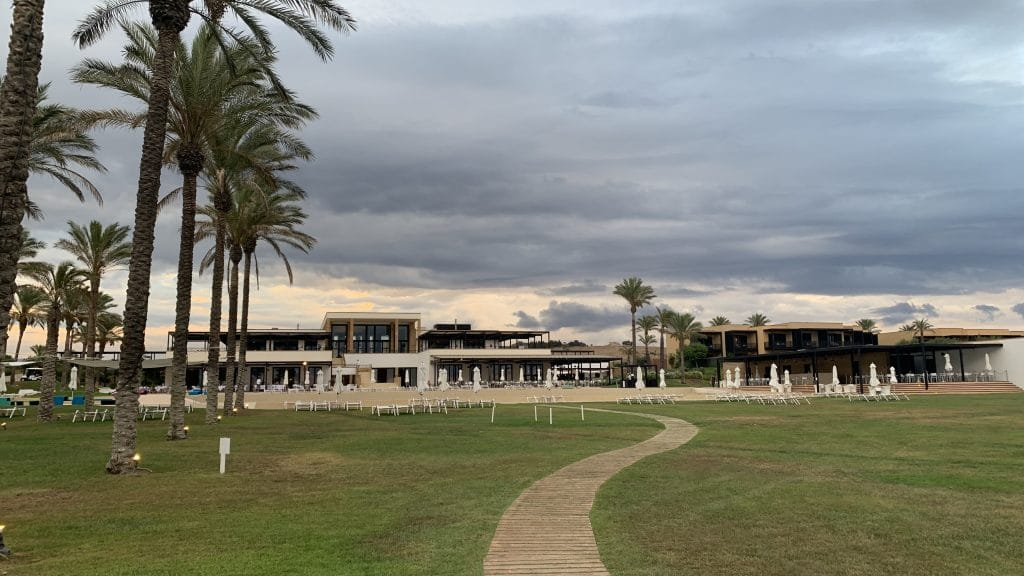 Verdura Resort Sizilien Pool Hauptgebäude