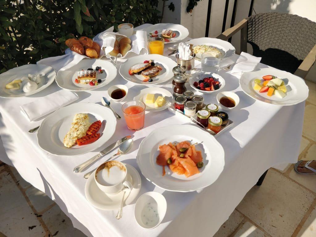 Rocco Forte Masseria Torre Maizza Room Service Frühstück 3