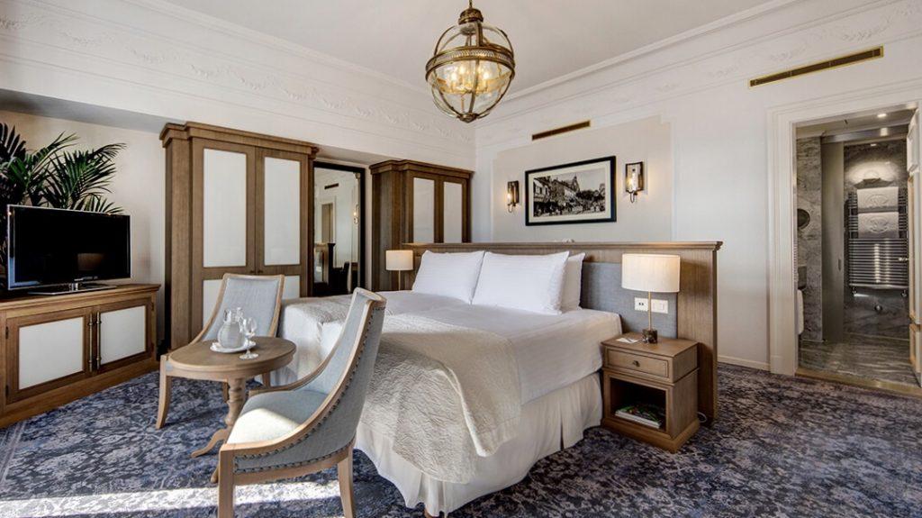 Fairmont Le Montreux Palace Suite