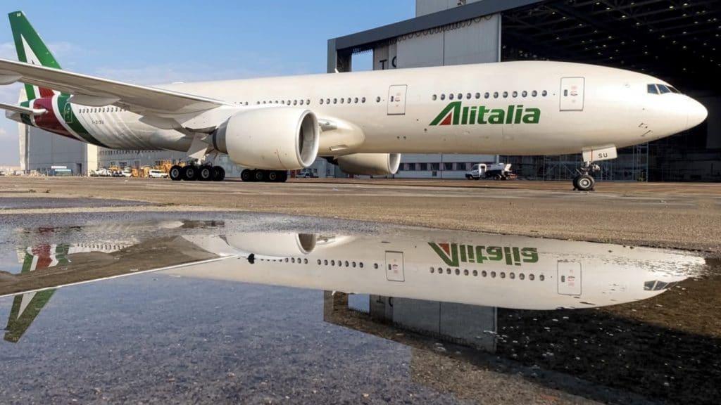 Alitalia Boeing 777 200ER Cropped