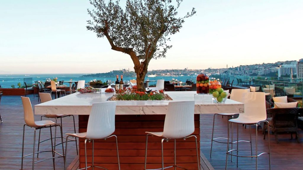 Conrad Istanbul Rooftop-Terrace