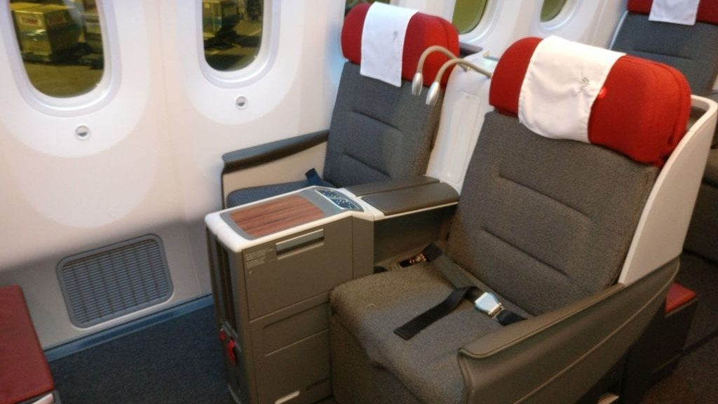 LATAM Business Class Boeing 787 9 Seat 6 1024x768 Cropped
