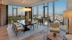 Waldorf Astoria Berlin Suite Wohnzimmer, Hilton