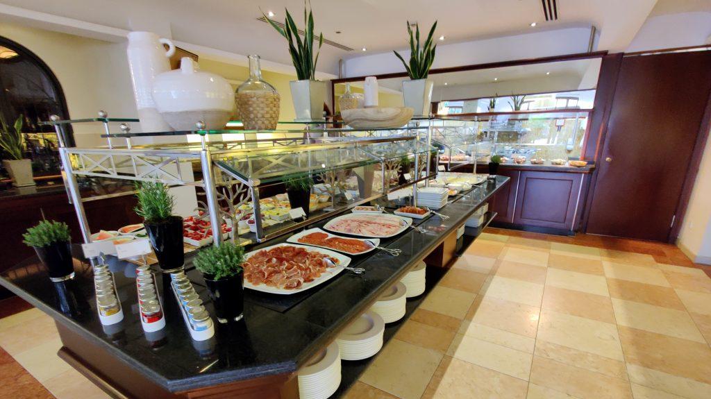 St. Regis Mallorca Mardavall Resort Frühstück