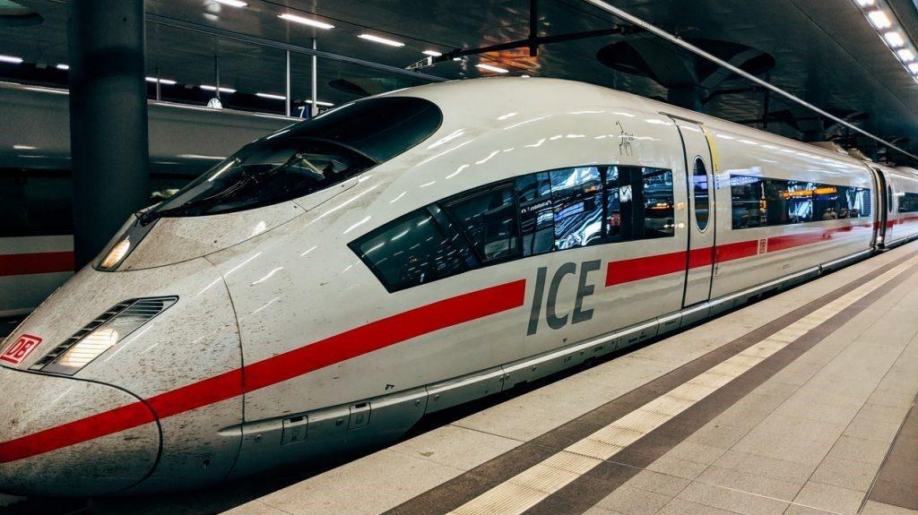 Deutsche Bahn Db Bahnsteig cropped