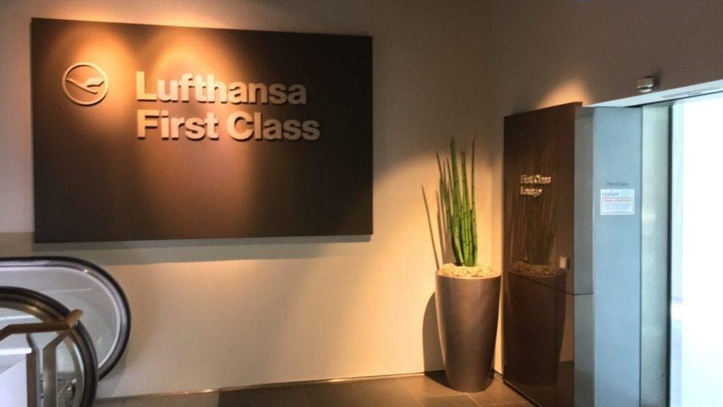 Lufthansa First Class Lounge Frankfurt B Eingang 1024x768 Cropped