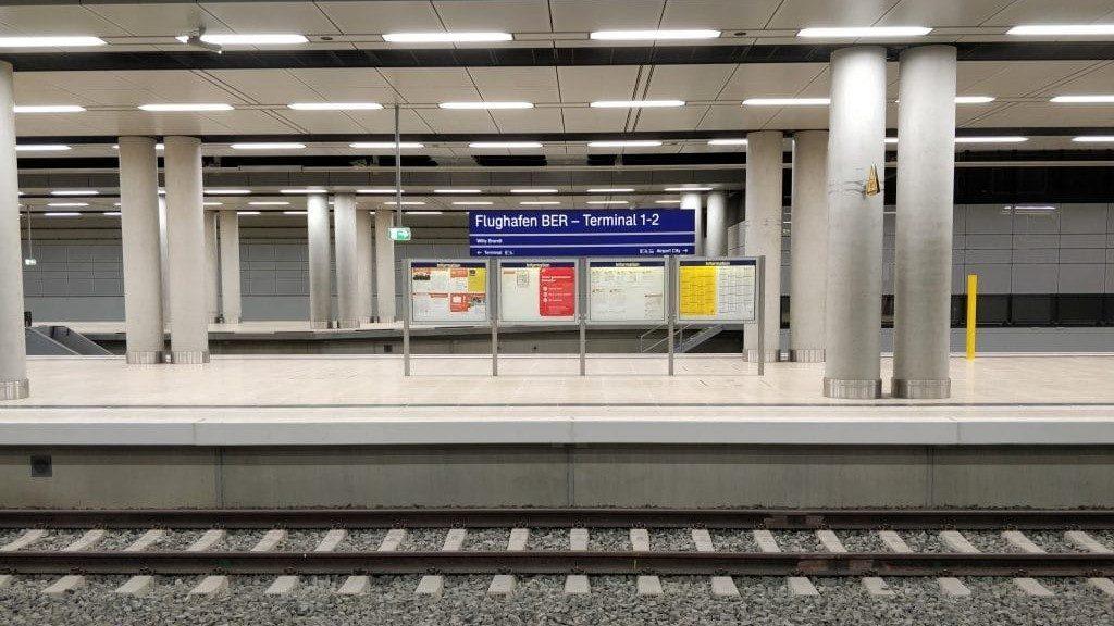 Flughafentransfer Nahverkehrszüge am BER Bahnhof Flughafen Berlin