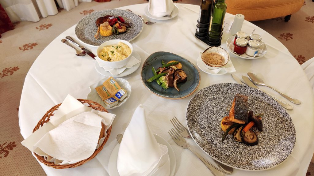 Castillo Hotel Son Vida Mallorca Room Service Abendessen 5