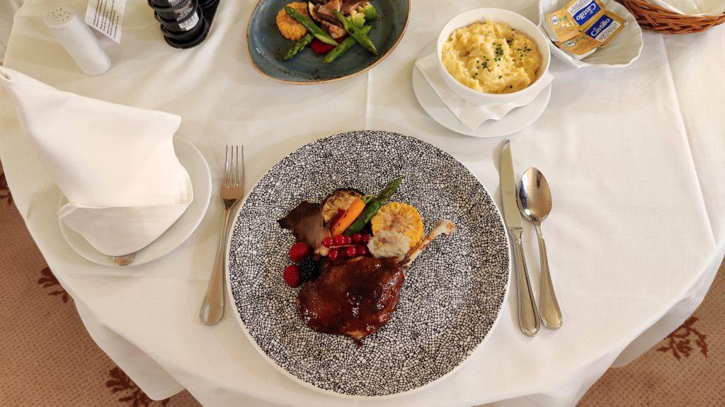 Castillo Hotel Son Vida Mallorca Room Service Abendessen 7