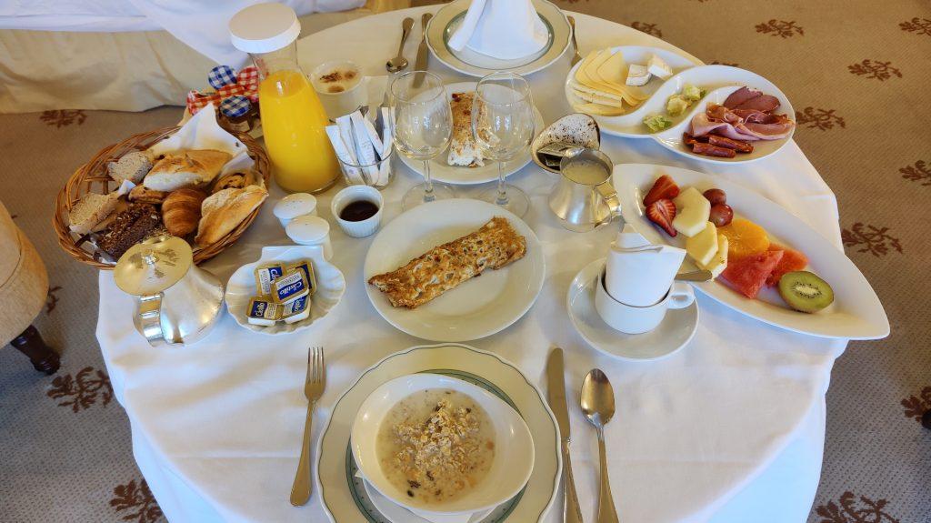 Castillo Hotel Son Vida Mallorca Room Service Frühstück
