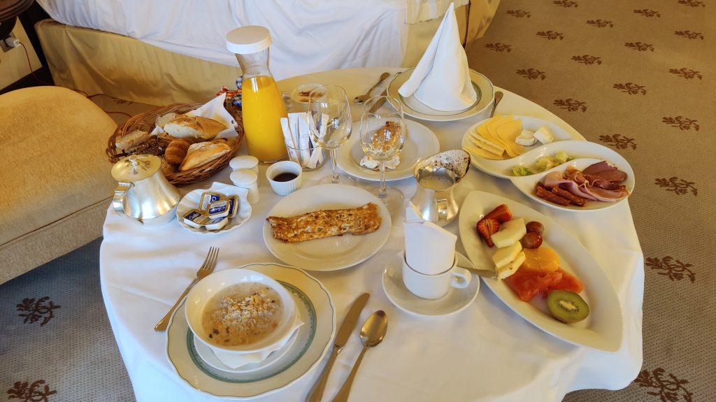 Castillo Hotel Son Vida Mallorca Room Service Frühstück 2