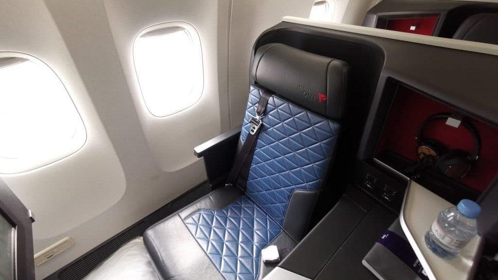 Delta One Suites Business Class Sitz 4 1024x683 Cropped