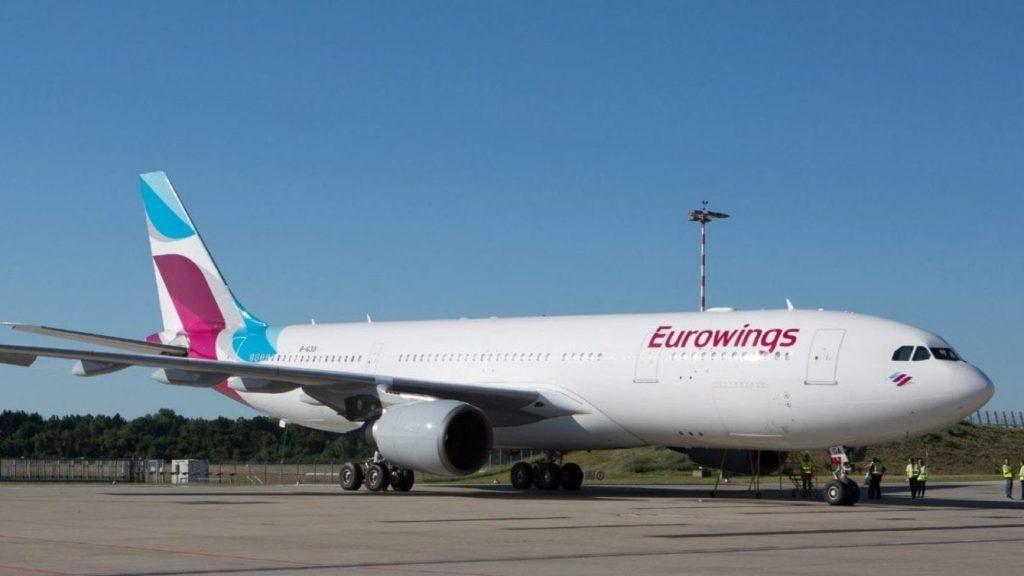 Flieger A330 Auf Startbahn Eurowings E1614012250337
