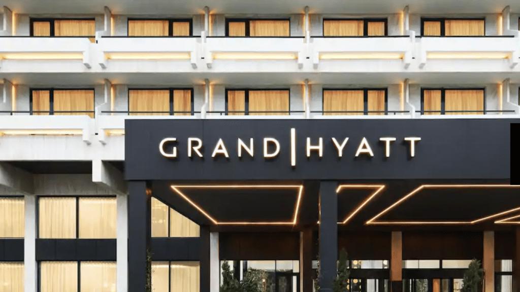 Grand Hyatt Athen Griechenland Eingang 04 1024x772 Cropped