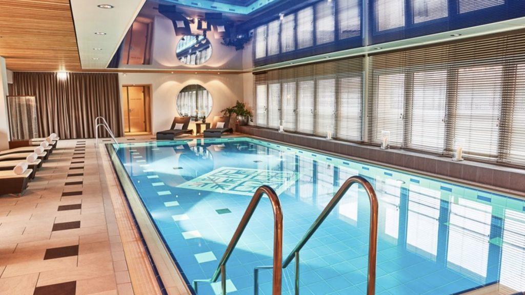 Hotel Vier Jahreszeiten München Pool