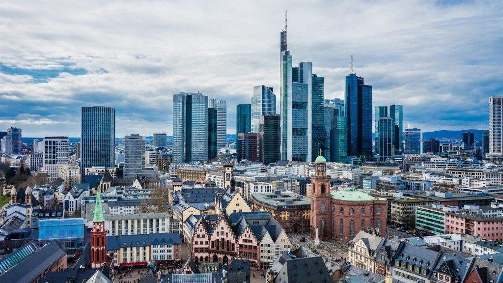 Frankfurt Skyline 1024x683 Cropped