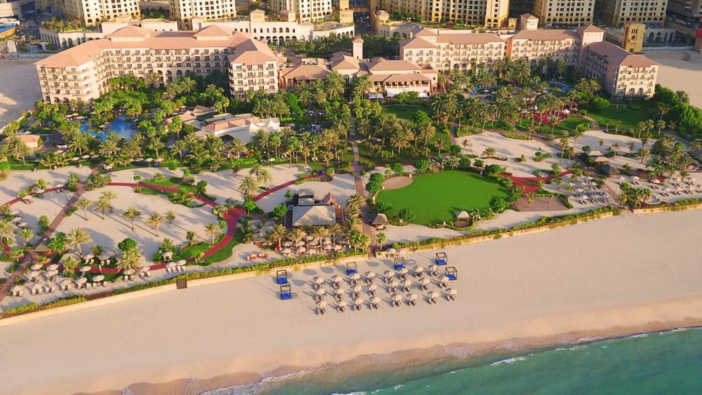 Ritz Carlton Dubai Exterior