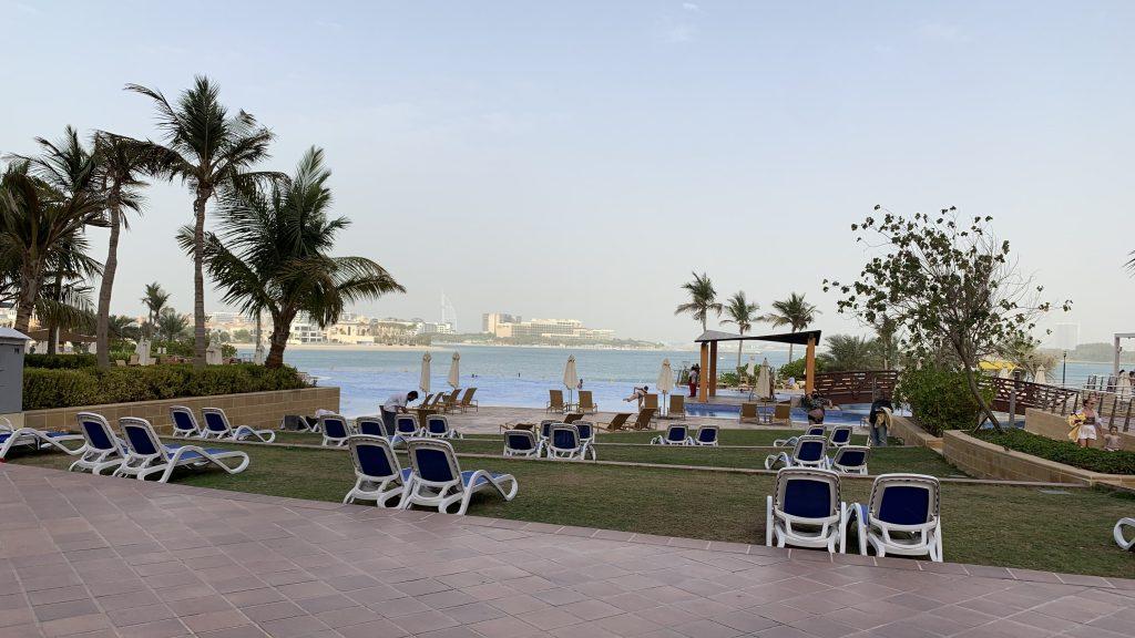 Andaz Dubai The Palm Pool Liegen