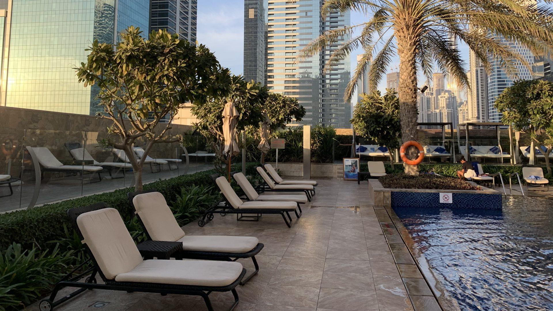 Jw Marriott Dubai Marquis Pool Liegen