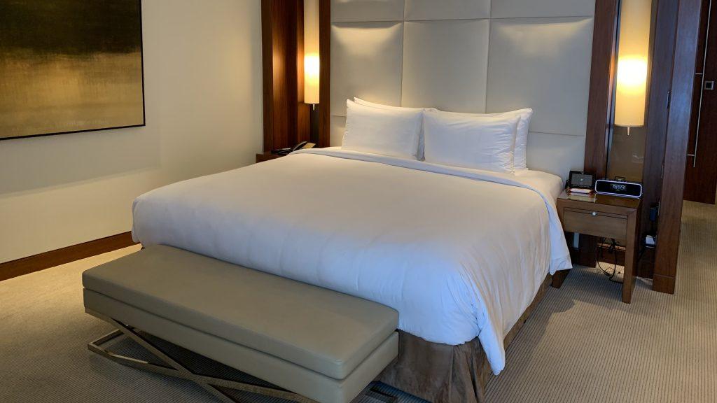 Jw Marriott Dubai Marquis Zimmer Bett 2
