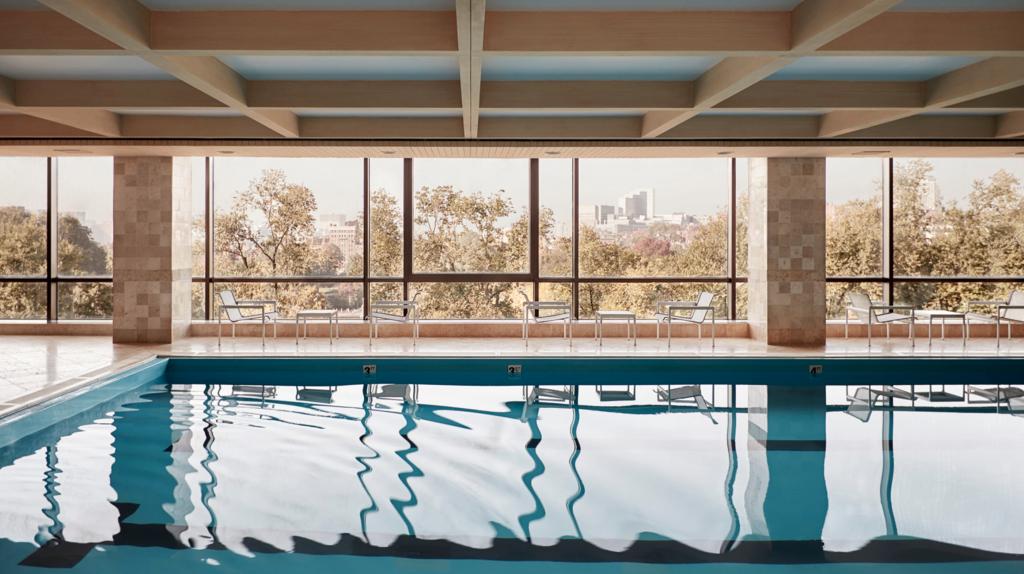 Four Seasons Boston Pool