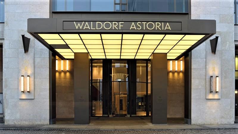 Waldorf Astoria Hotel Eingang