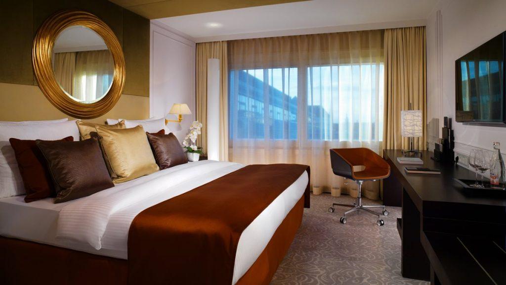 Hotel Vier Jahreszeiten Muenchen Superior Room