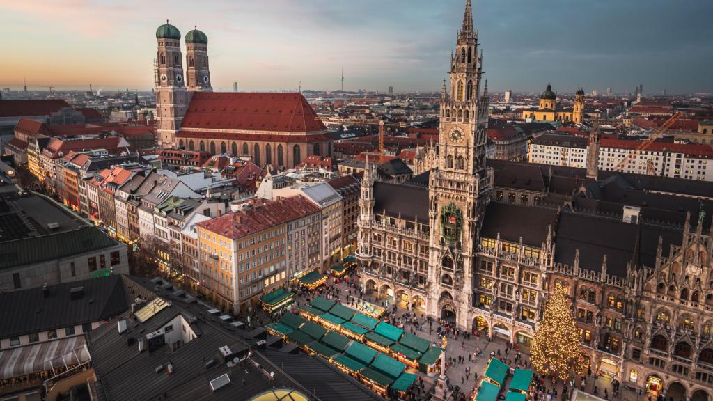 Vogelperspektive auf den Marienplatz, München