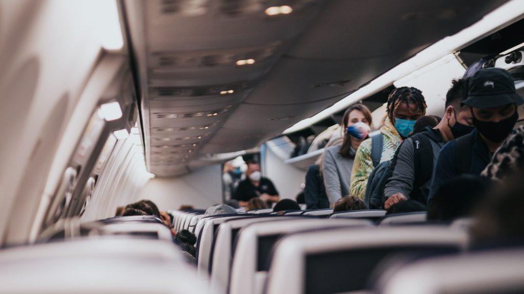 Reiserückkehrer im Flugzeug