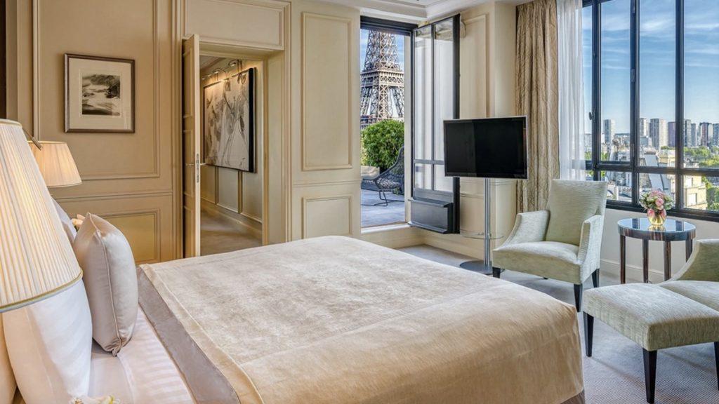 Shangri-La Paris, Zimmer mit Eifenturm Ausblick, reisetopia Hotels