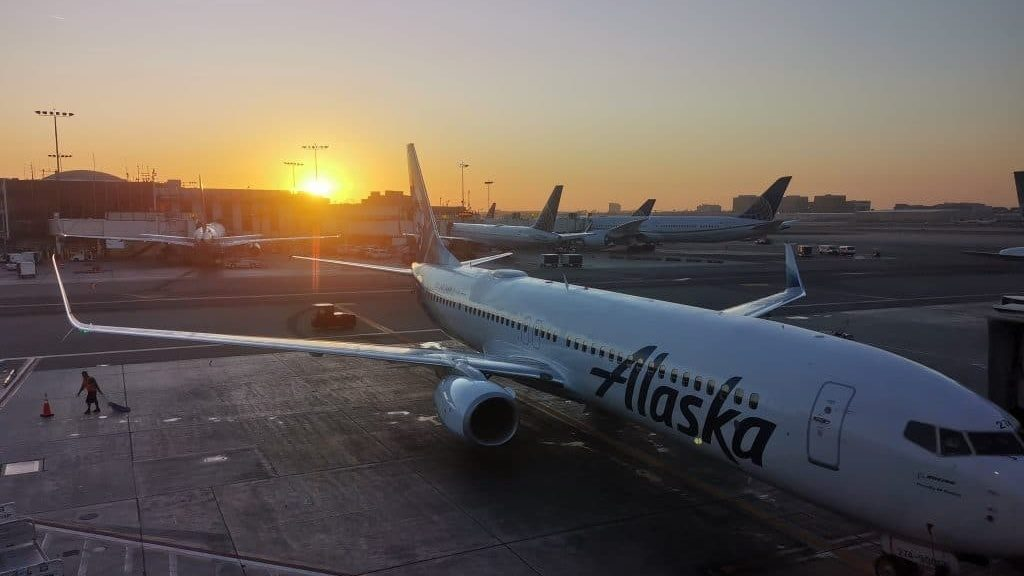 Alaska Lounge LAX Los Angeles 3 1024x683 Cropped