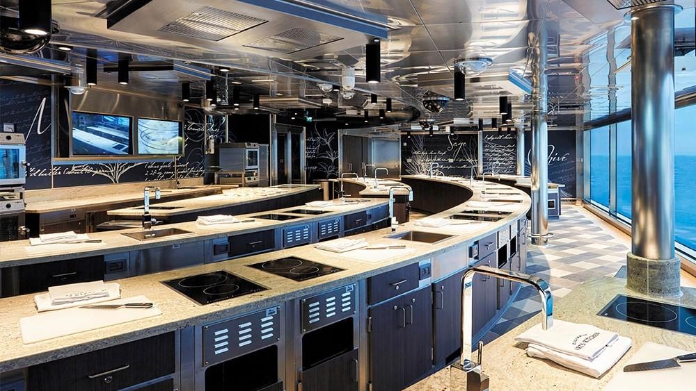 Luxusyacht Regent Seven Seas Explorer Culinary Arts Kitchen auf Deck 11