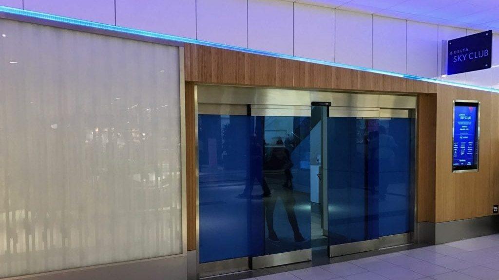 Delta Sky Club Atlanta B18 Eingang 3 1024x768 Cropped