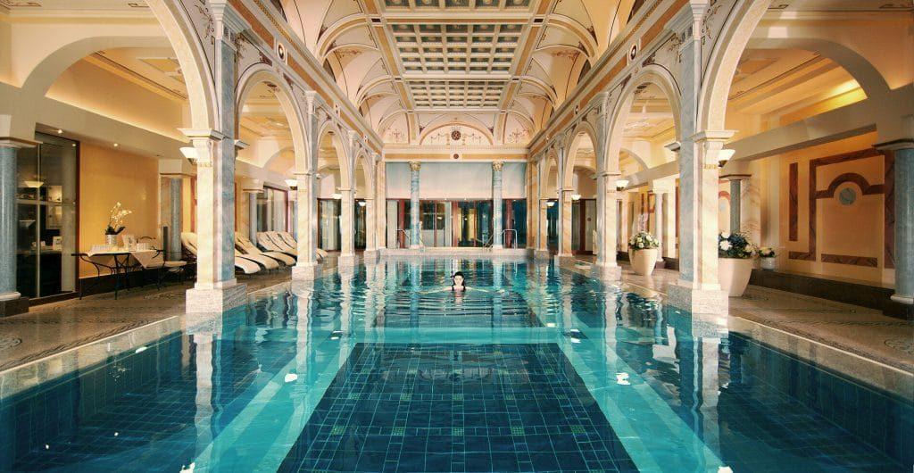 Grand Resort Bad Ragaz Pool 1024x530