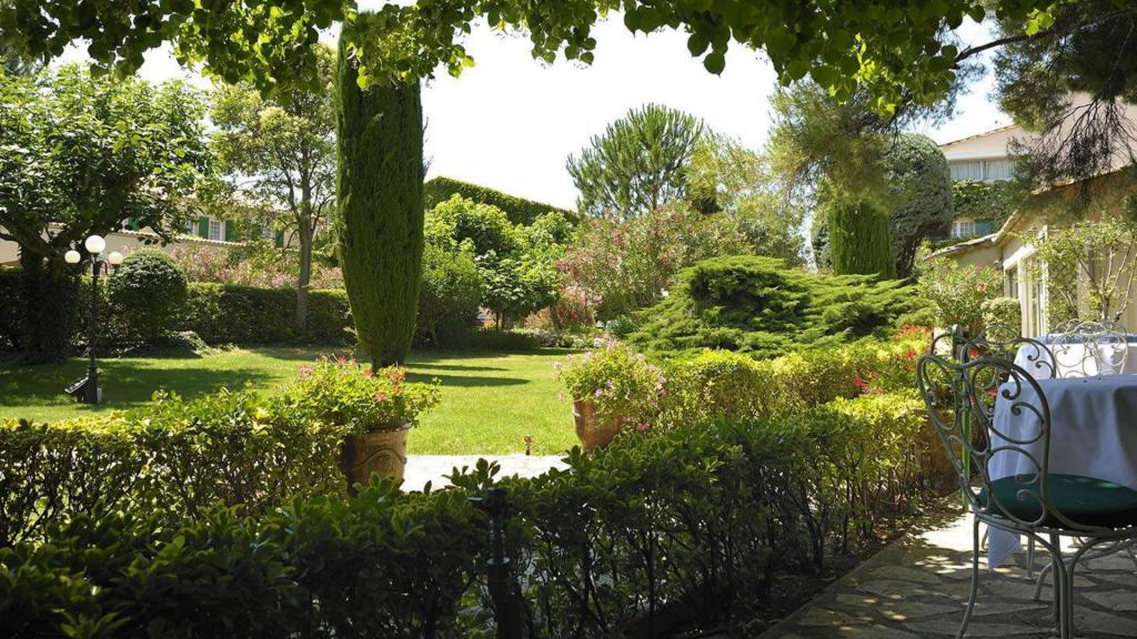 Auberge de Cassagne Avignon Terrasse