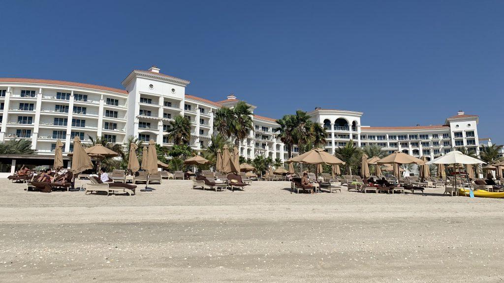 Waldorf Astoria Dubai Palm Jumeirah Strand Und Gebaeude 1024x576 3