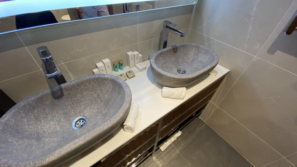 Ananti Resort Montenegro Bewertung Bad Und Waschbecken2