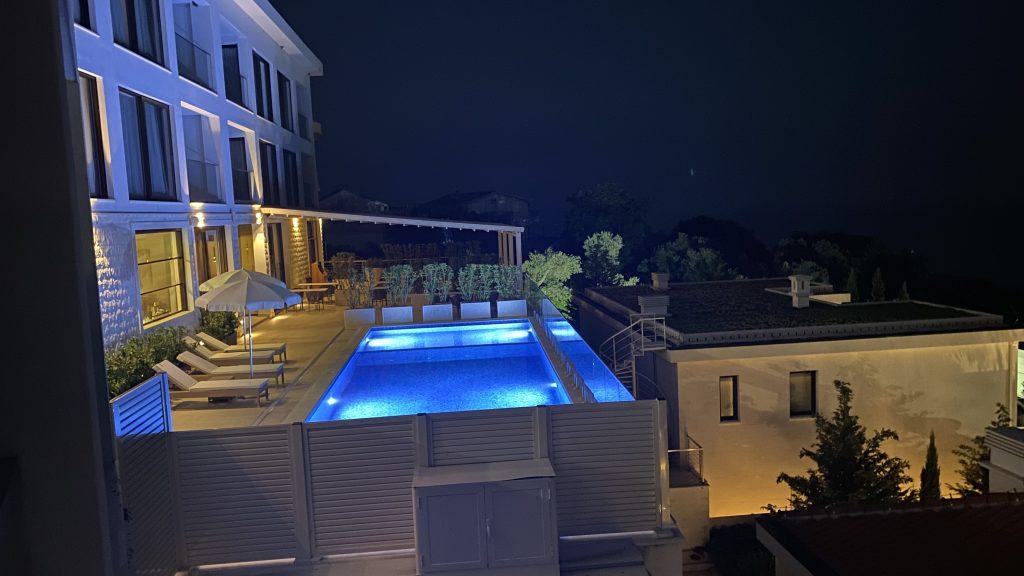 Ananti Resort Montenegro Bewertung Pool Nachts1