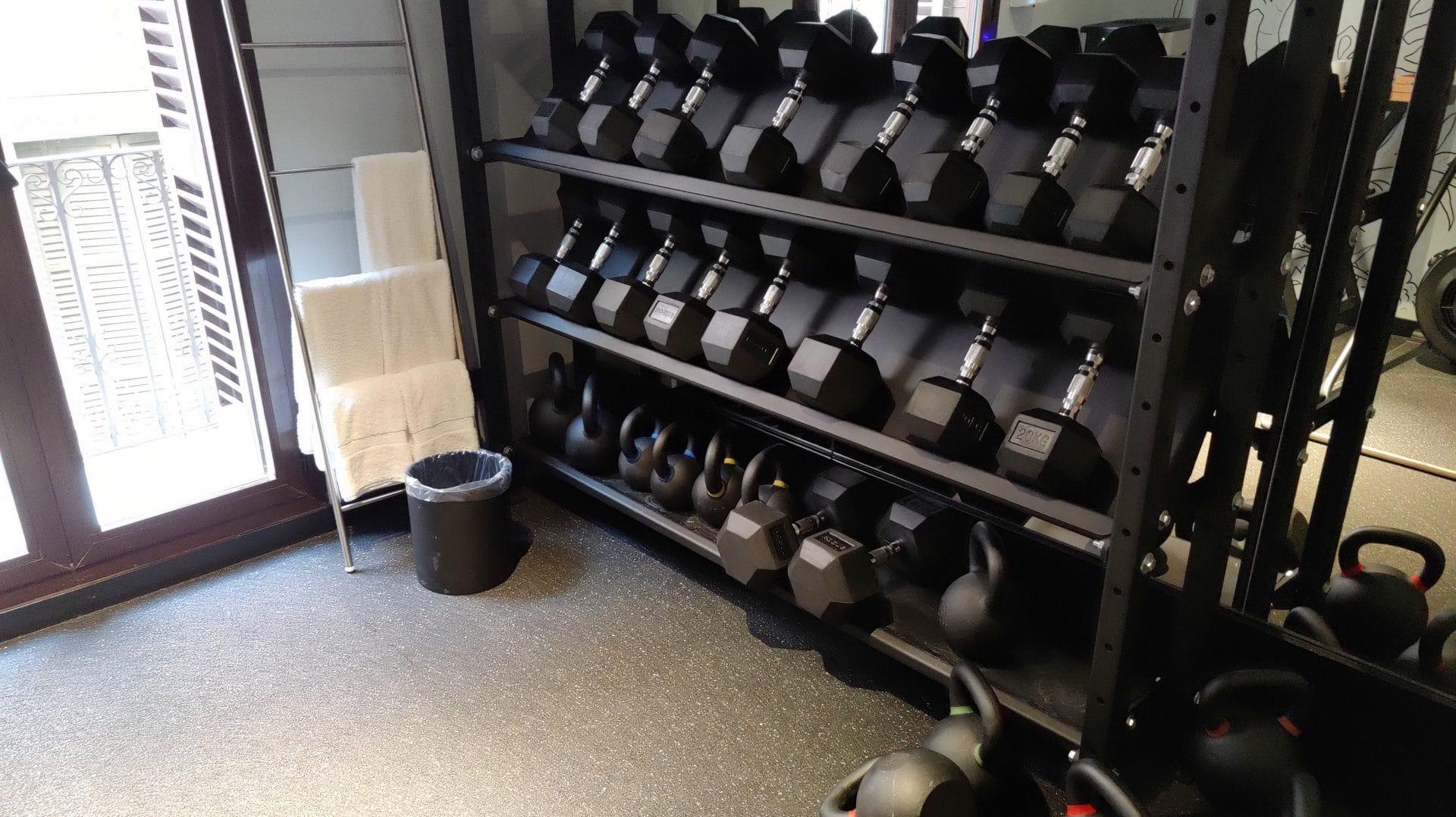 Kimpton Vividora Barcelona Fitnessraum Hanteln