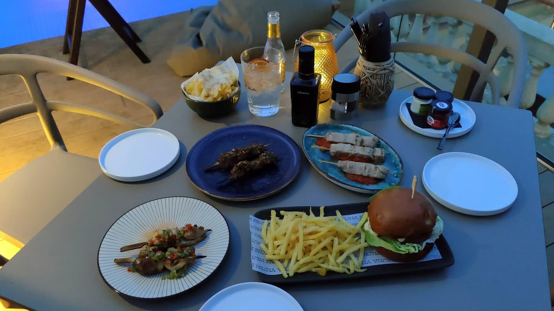 Kimpton Vividora Barcelona Rooftop Bar Abendessen 3
