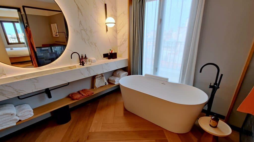 Kimpton Vividora Barcelona Suite De Vivi Badezimmer 2