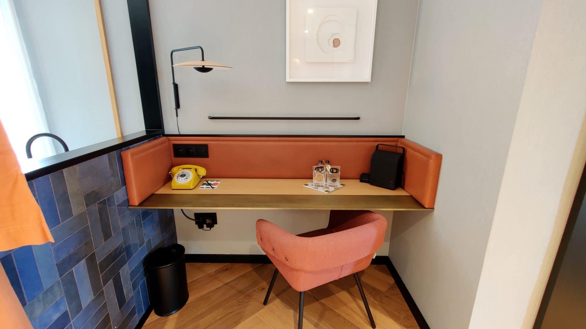 Kimpton Vividora Barcelona Suite De Vivi Schreibtisch 3