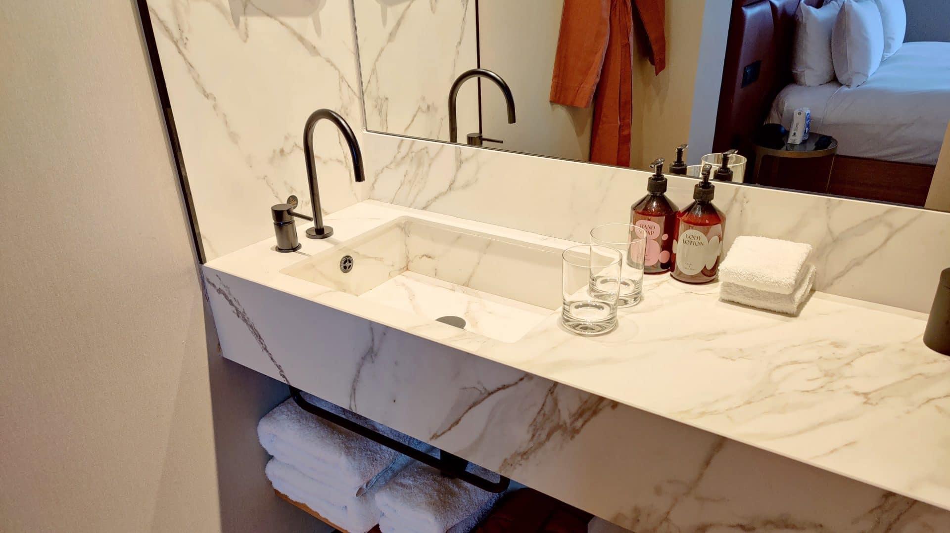 Kimpton Vividora Barcelona Zimmer Bad Waschbecken