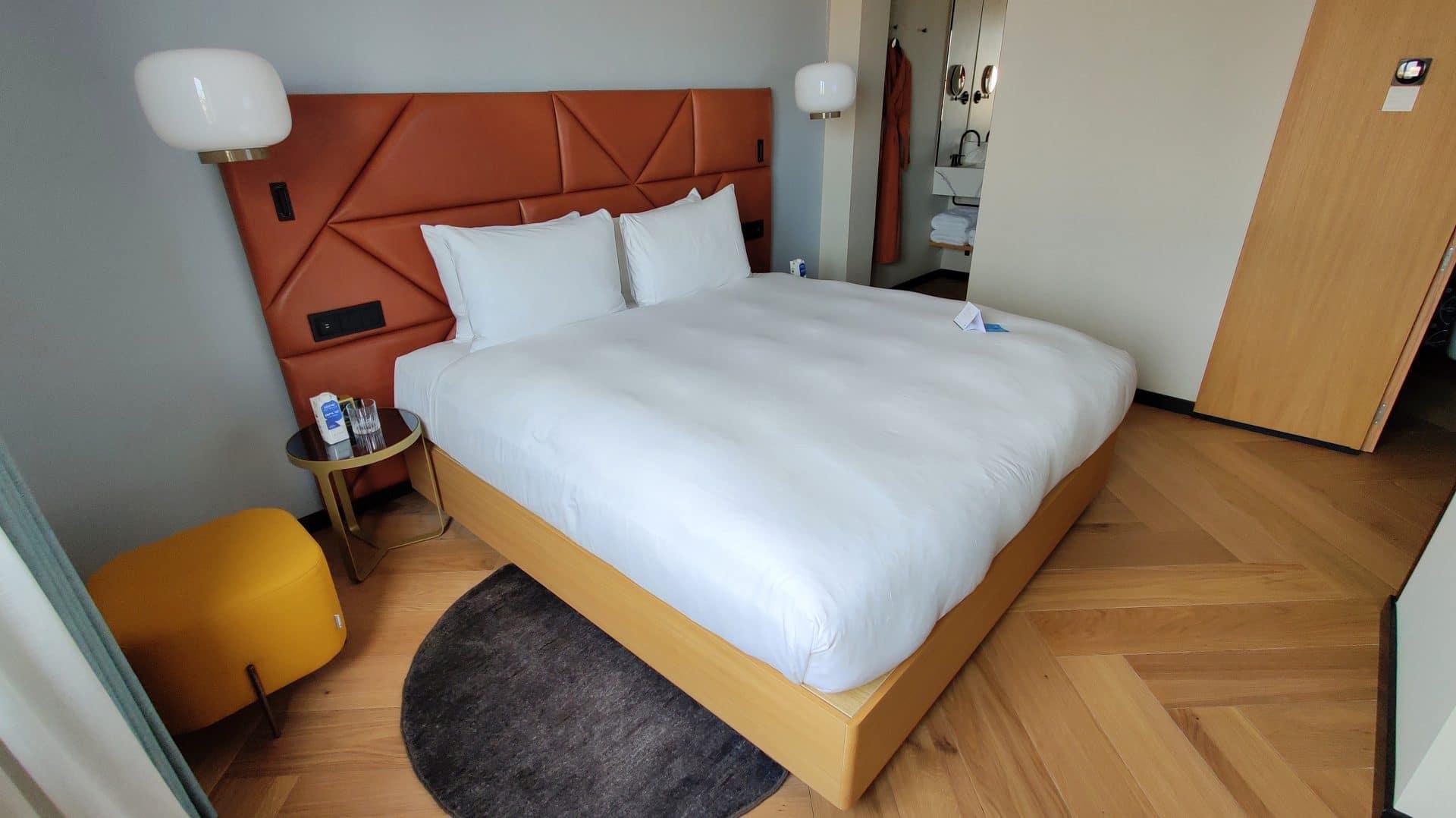 Kimpton Vividora Barcelona Zimmer Bett